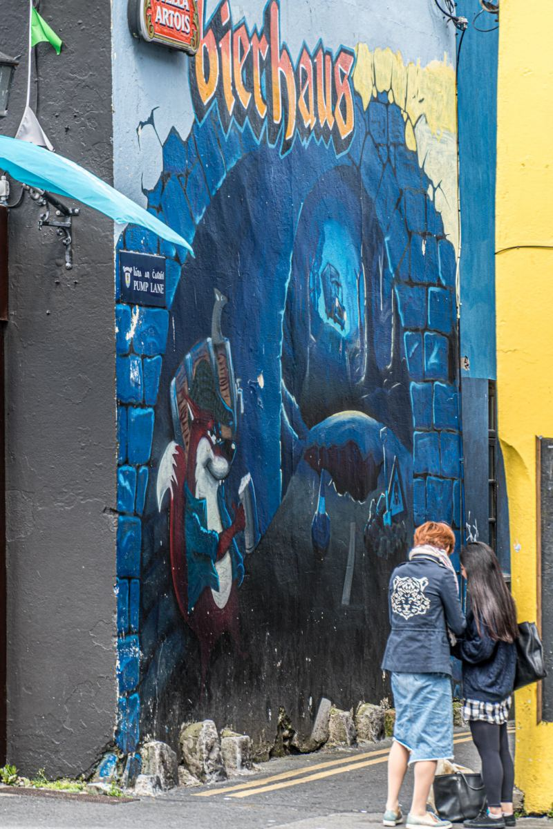 PUMP-LANE-IN-GALWAY-FEATURES-SOME-WORTHWHILE-STREET-ART-OFF-HENRY-STREET-161188-1